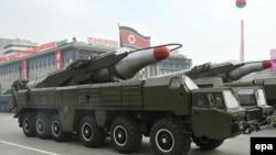 Ракета «Хвасон-10», или «Мусудан», впервые показанная на параде в Пхеньяне 4 октября 2010 года
