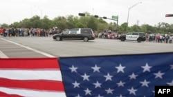 Похоронный кортеж Барбары Буш на улицах Хьюстона