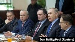 Премьер-министр Израиля Биньямин Нетаньяху (второй справа).