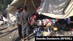 """""""Voda se nakuplja na određenim mjestima i oko šatora"""", kaže Selam Midžić, sekretar Crvenog krsta grada Bihaća"""