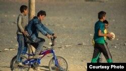 Баян-Өлгий аймағындағы қазақ балалары. Сурет авторы - Баяр Балганцэрэн. Моңғолия, 2014 жыл.