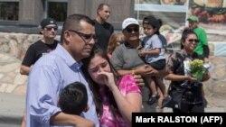 Članovi obitelji oplakuju svoje najmilije, El Paso, Teksas