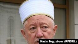Верховный муфтий Казахстана Абсаттар Дербисали. Алматы, 16 ноября 2010 года.