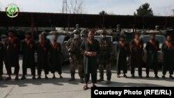 اسلم فاروقی، مسوول بخش خراسان گروه داعش با شماری از اعضای این گروه در بند حکومت افغانستان اند