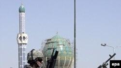 دولت آمريکا بر اساس قطعنامه سال ۲۰۰۲ کنگره مجاز است در صورت تهديد منافعش در خارج از خاک عراق به زور متوسل شود.