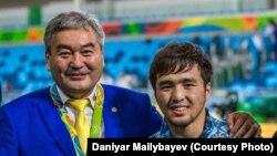 Главный тренер сборной Казахстана по дзюдо Ермек Иманбеков и серебряный призер Олимпиады Елдос Сметов.