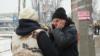 Телефонна «блокада» окупованої частини Донбасу. Де жителі знаходять «острівці зв'язку»
