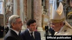 Ватикан - Папа Римский Франциск в соборе Святого Петра служит мессу, посвященную 100-й годовщине Геноцида армян, 12 апреля 2015 г.