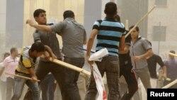 مواجهات بين متظاهرين في ساحة التحرير في يوم 10/6/2011