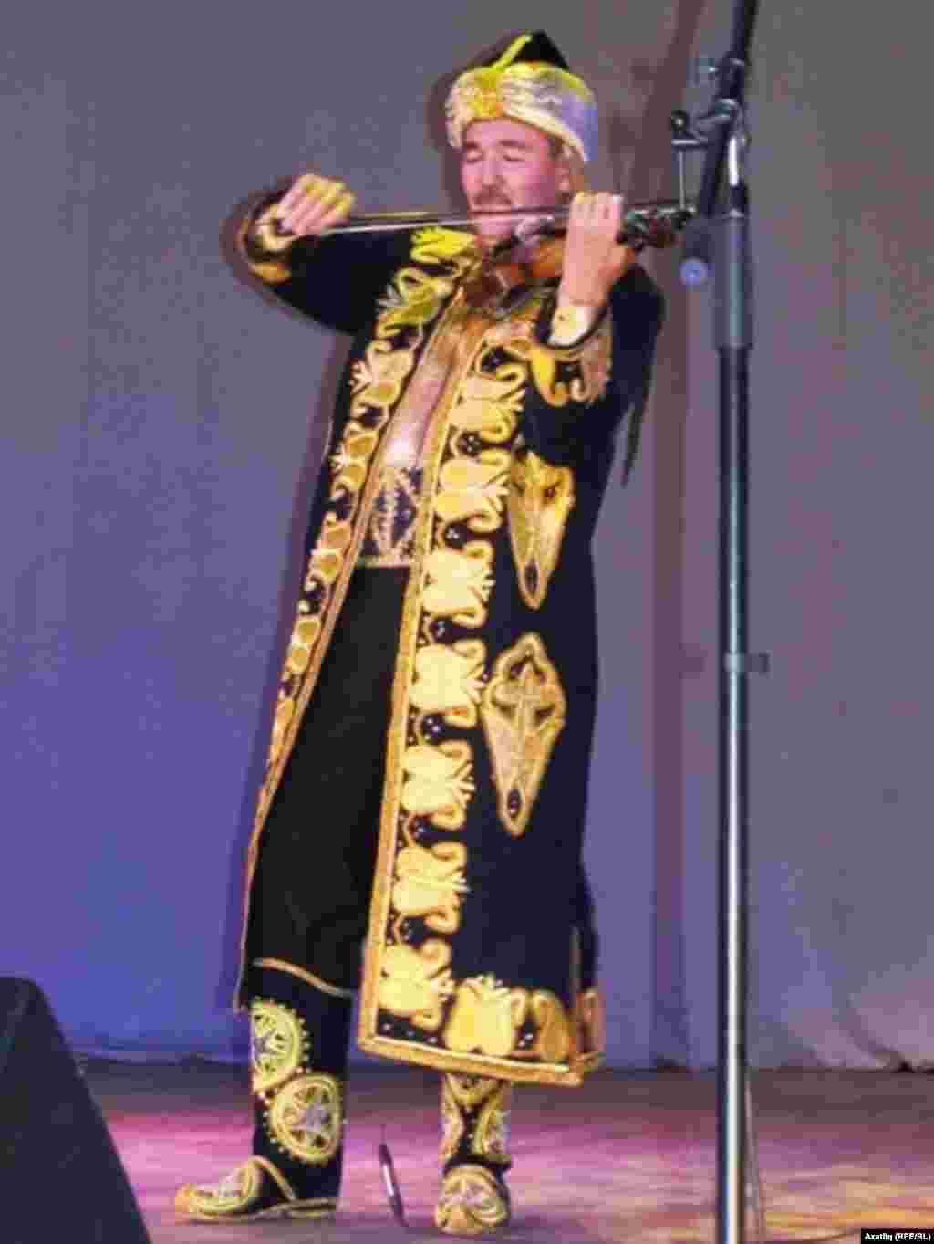 Иркутски музыканты Әхтәм Фәйзиев
