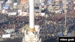 Протестующие на Майдане Незалежности.