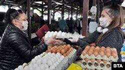 Сред местните продукти, които правителството задължи търговците да продават приоритетно, са яйцата, прясното месо и млечните продукти