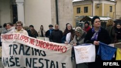 Protest Žena Srebrenice u Tuzli, 8. ožujak 2010. godine, Foto: Maja Nikolić