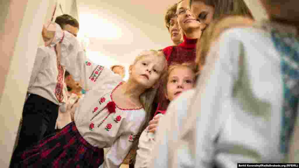 Дітки готуються до виступу