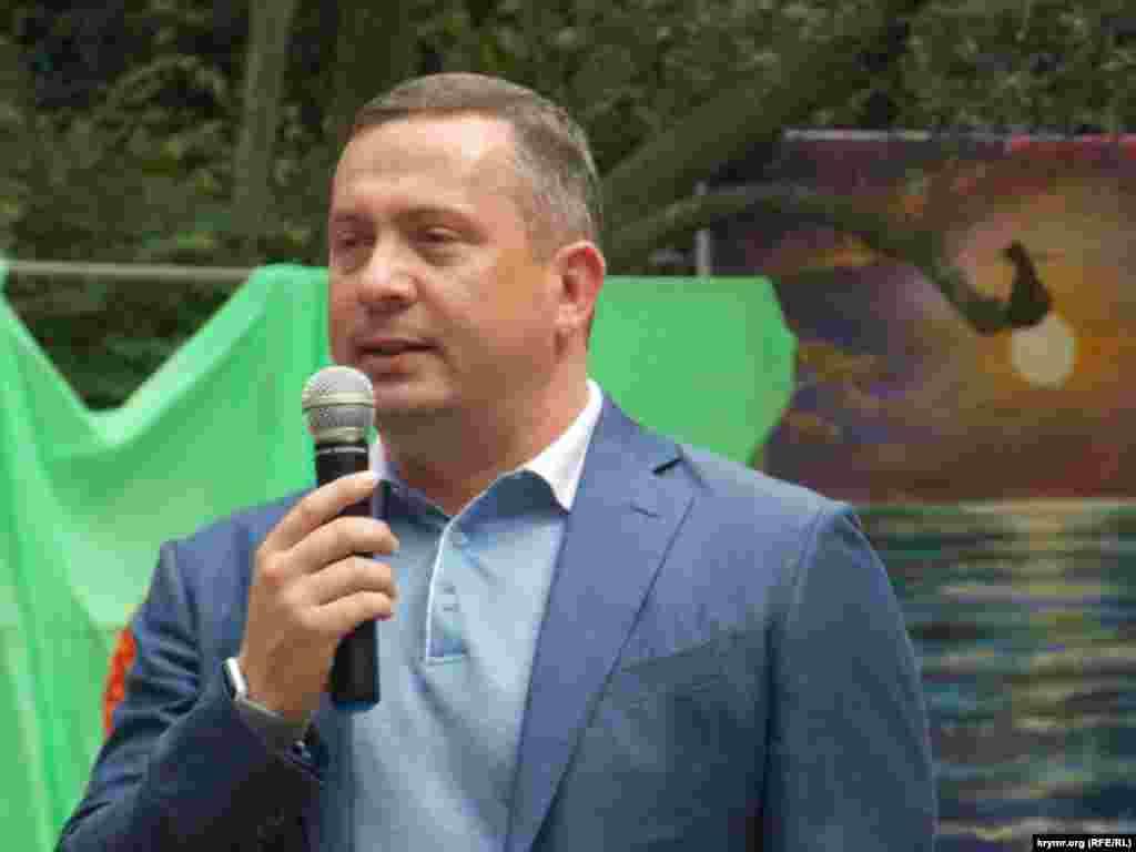 Алексей Челпанов во время празднования дня улицы Московской в Ялте