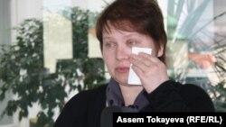 Бостандыққа шыққаны туралы баспасөз мәслихатында Татьяна Параскевич көзіне жас алды. Прага, 27 наурыз 2014 жыл.
