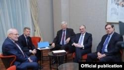 Встрече сопредседателей Минской группы ОБСЕ с главой МИД Армении Зограбом Мнацаканяном (архив)