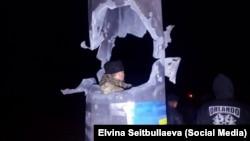 Пошкоджена опора лінії електропередач, які постачали електрику до окупованого Криму