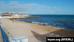 Пляж в парке Победы в Севастополе, 15 июня