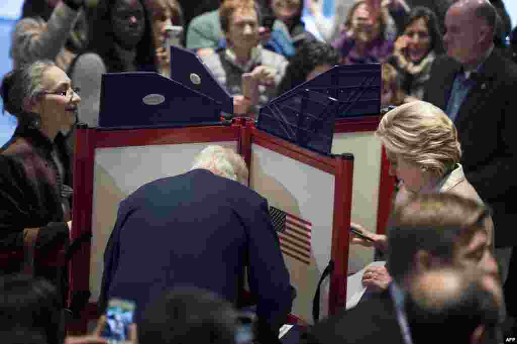 Нью-Йорк, голосує колишній президент і чоловік нинішнього кандидата від демократів США Білл Клінтон