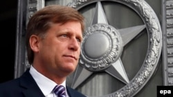 Russia -- US Ambassador to Russia Michael McFaul leaves the Russian Foreign Ministry headquarters in Moscow, May 15, 2013