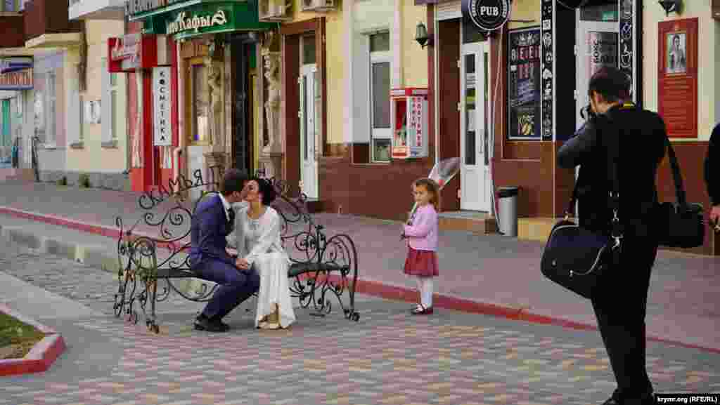 Молодожены Катя и Александр приехали на венчание в Феодосию из Белогорского района