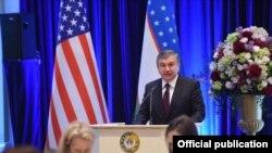 Президент УзбекистанаШавкат Мирзияев выступает в Вашингтоне.