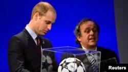 Британський принц Вільям і президент УЄФА Мішель Платіні (фото архівне)