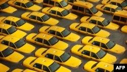 """""""Сэнди"""" теңіз дауылынан соң суға батқан такси көліктері. Нью Джерси, 30 қазан 2012 жыл"""
