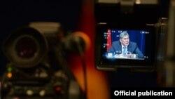 """Итоговая пресс-конференция президента КР Алмазбека Атамбаева, госрезиденция """"Ала-Арча"""", 16 декабря 2013 года."""