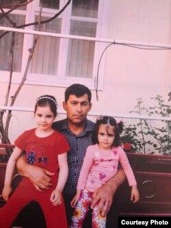 Магомед Долиев с племянницами