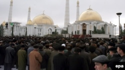 Established mosques in Turkmenistan are widely believed to be fuller today than at any time since the country's independence from the Soviet Union. (file photo)