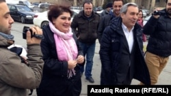 RFE/RL journalist Khadija Ismayilova en route to the Azerbaijani Prosecutor General's office on 19 Feb 2014.