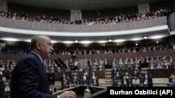 Архивска фотографија- турскиот претседател Реџеп Таип Ердоган се обраќа пред пратениците во турскиот парламент