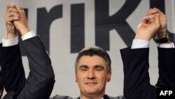 Čelnik Kukuriku koalicije Zoran Milanović proslavlja izbornu pobjedu 5. prosinca 2011.