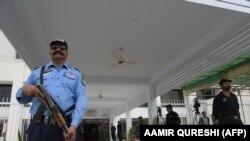 У здания парламента Пакистана в Исламабаде