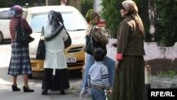 Өзбек босқындары БҰҰ Босқындар ісі жөніндегі жоғарғы комиссары кеңсесі жанында. Aлматы, 17 мaмыр 2010.