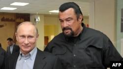 Putin Hollivud ulduzu Steven Seagalla Moskvada sambo məktəbində
