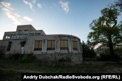 Закинута будівя на території Павлівської лікарні
