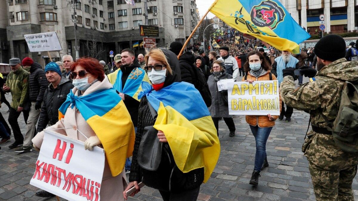 С требованием остановить «легализацию ОРДЛО»: добровольцы собрались на марш в центре Киева