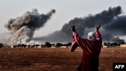 Авиаудары по силам исламистов у Кобани видны с территории Турции