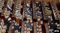 Депутатите заседаваха повече от 12 часа по промените в Закона за мерките и действията по време на извънредното положение