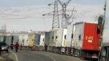 Очереди из грузовых автомобилей на кыргызско-казахстанской границе. Иллюстративное фото.