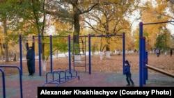 Спортивная площадка в городском парке. Уральск, 13 октября 2018 года.