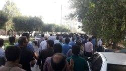 تجمع کارگران فولاد اهواز در مقابل دفتر نماینده رهبر جمهوری اسلامی