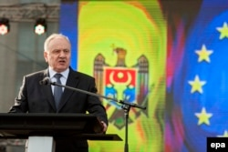 Молдова президенті Николае Тимофти ЕО-мен интеграцияны жақтаушылар шеруінде сөйлеп тұр. Кишинев, 3 қараша 2013 жыл.