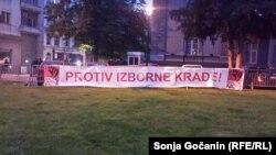"""Transparent sa jednog od protesta """"1 od 5 miliona"""" u Beogradu"""