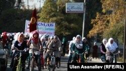 Кыргызстанда мусулман айымдардын ар кандай маданий, спорттук иш-чаралары өтүп келет. 5-ноябрь, 2013.