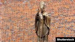 Пам'ятник папі Римському Івану Павлу Другому в Дрогобичі Львівської области, 25 липня 2013 року