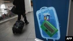 آمریکا در فروردین ماه سال جاری ممنوعیت همراه داشتن لپ تاپ را برای شماری از پروازها از کشورهای خاورمیانه اعمال کرد.
